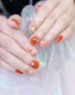 圆形日式橙色金色晕染珍珠显白显手白专题南瓜色美甲橙色系美甲南瓜色晕染美甲图片