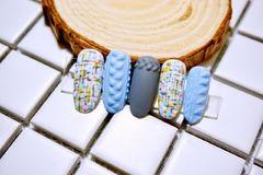 圆形日式雕花蓝色毛呢毛衣纹灰色毛衣甲美甲图片