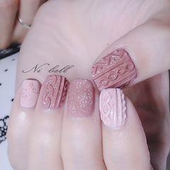方形简约日式红色粉色裸色毛衣纹美甲图片