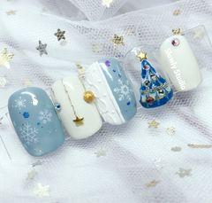 方形日式蓝色金色白色圣诞雪花毛衣纹手绘达人桃小桃爱美甲圣诞🎄美甲图片
