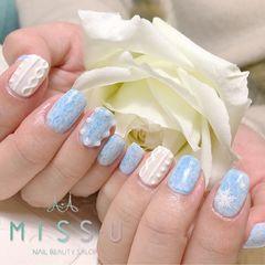 方圆形蓝色白色珍珠毛衣纹雪花美甲图片