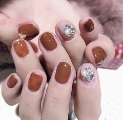 圆形南瓜色钻短指甲美甲图片