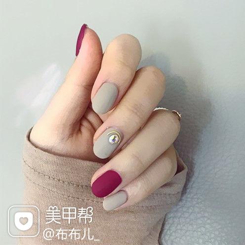 圆形简约韩式红色灰色磨砂美甲图片