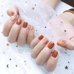 方圆形橙色贝壳片金箔美甲图片