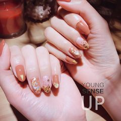 尖形新娘日式金色橙色金箔美甲图片