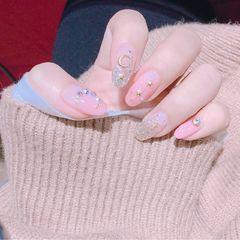 圆形日式粉色银色钻星月日系美甲新款星月美甲透明感美甲星月款美甲图片