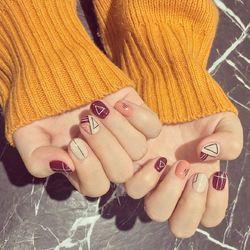 圆形日式可爱红色裸色几何短指甲学生短指甲专题学生党美甲几何美甲专题短圆指甲款美甲图片