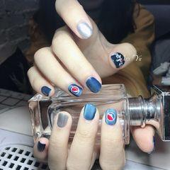 手绘蓝色银色方圆形猫眼百事可乐可乐美甲百事美甲图片