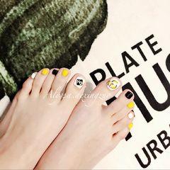 脚部可爱手绘黄色黑色白色水果香蕉跳色水果美甲可爱香蕉🍌!美甲图片