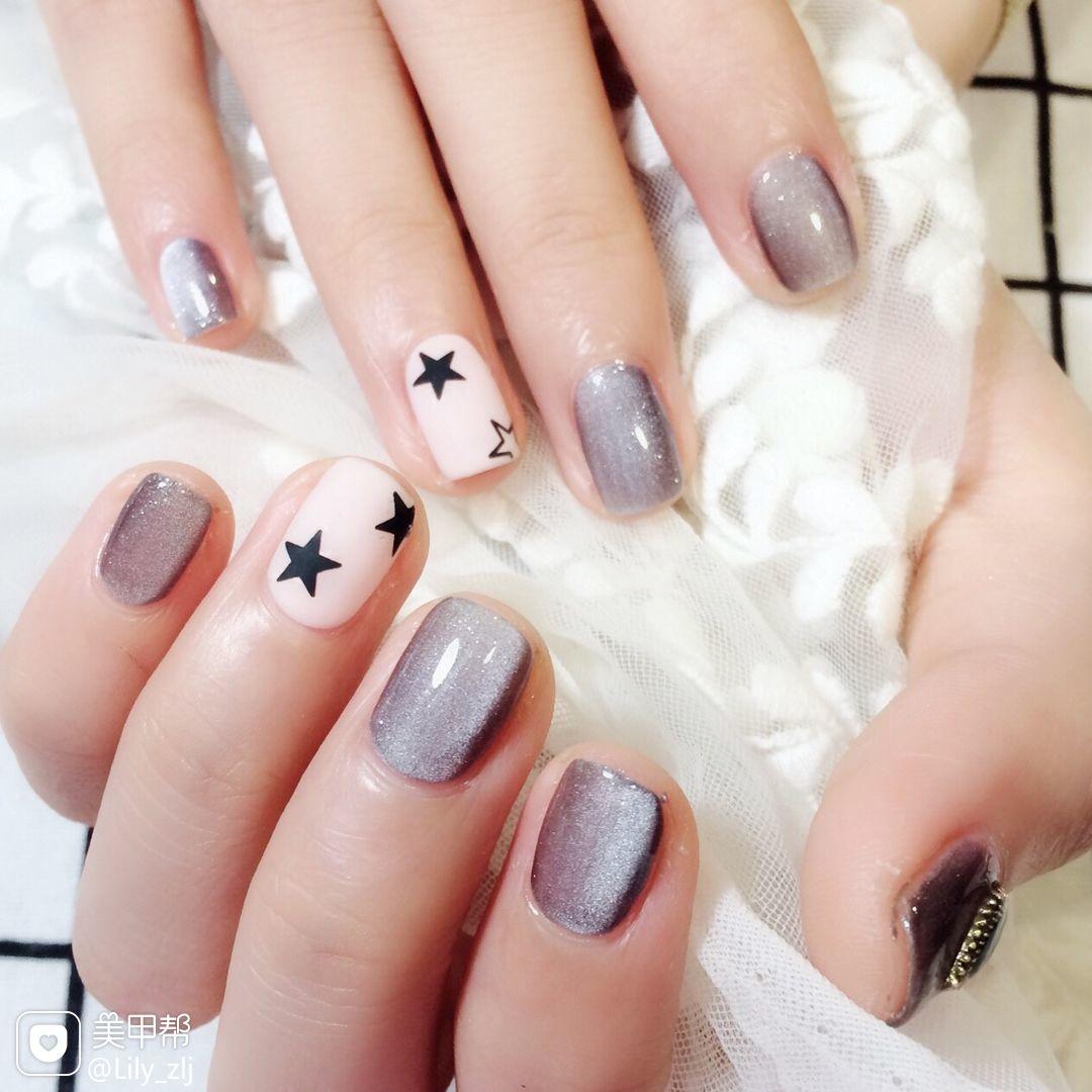 方圆形灰色猫眼白色手绘星星磨砂美甲图片