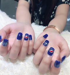 方形手绘红色蓝色白色夏天可乐可乐美甲美甲图片
