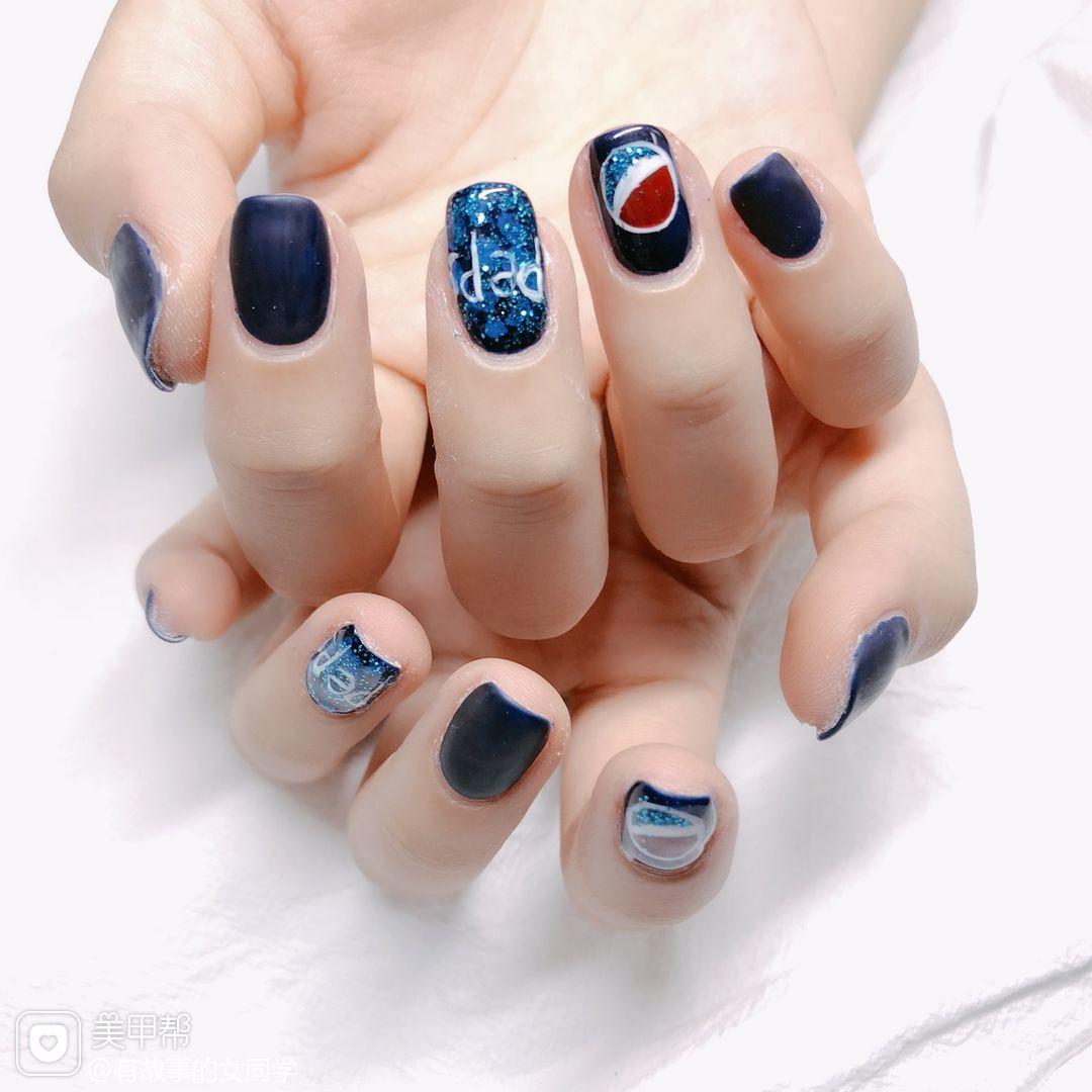 方圆形蓝色手绘夏天可乐磨砂可乐美甲美甲图片
