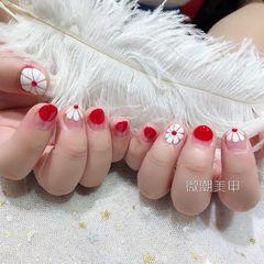 圆形法式手绘红色白色花朵雏菊短指甲美甲图片