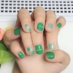 圆形简约绿色晕染短指甲#晕染美甲图片