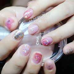 圆形可爱粉色裸色短指甲美甲图片