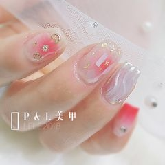方圆形粉色裸色水波纹金箔腮红甲水波纹美甲美甲图片