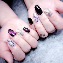 圆形日式手绘紫色猫眼水波纹石纹美甲图片