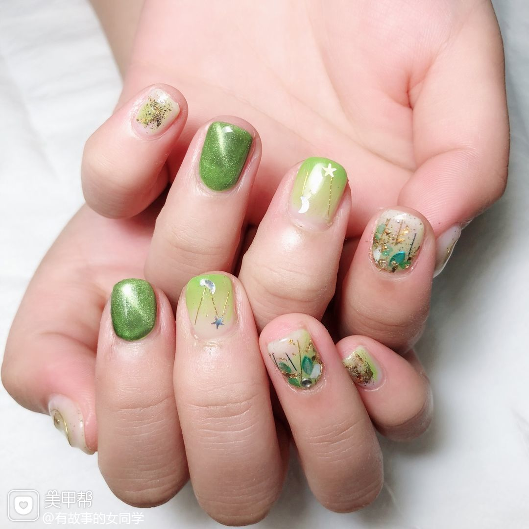 方圆形绿色猫眼渐变贝壳片金箔美甲图片