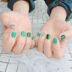 方圆形手绘绿色夏天树叶短指甲美甲图片