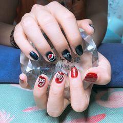 圆形手绘红色蓝色可乐手绘美甲图片