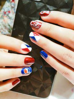 方圆形手绘红色蓝色白色夏天可乐美甲图片