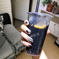 日式黑色方圆形晕染水波纹美甲图片