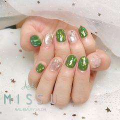 圆形银色绿色碎玻璃水波纹美甲图片