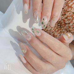 日式白色裸色圆形贝壳片水波纹美甲图片