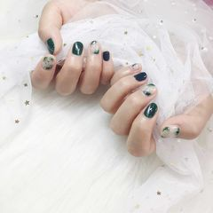 圆形绿色猫眼晕染短指甲美甲图片
