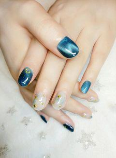 圆形简约日式蓝色金色白色猫眼星月#猫眼#星月#晕染#美甲图片