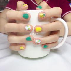 圆形手绘黄色绿色夏天水果菠萝短指甲手绘菠萝美甲图片