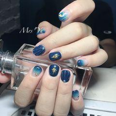 蓝色贝壳星月美甲图片
