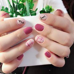 粉色格纹简约圆形短指甲美甲图片