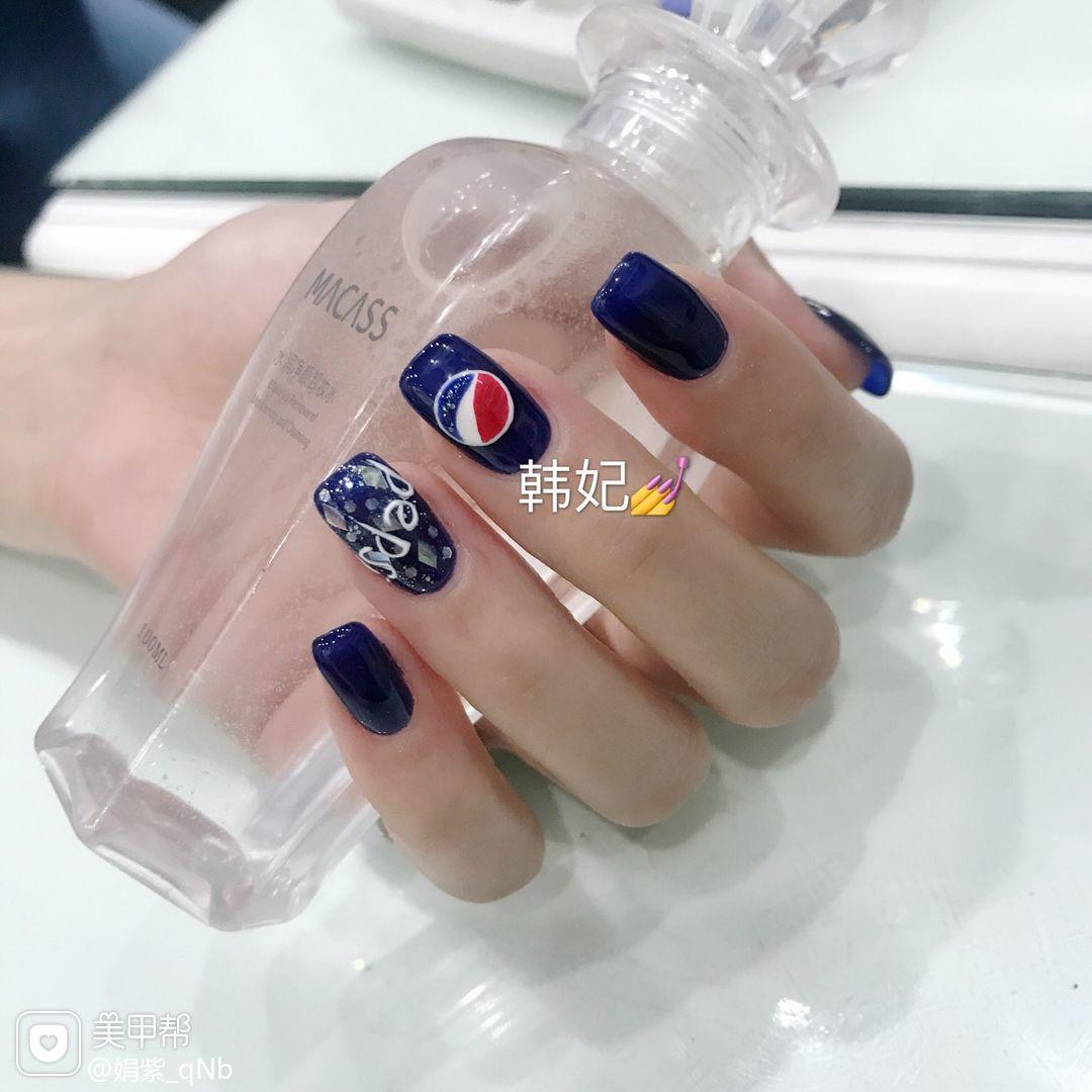 方圆形蓝色手绘夏天可乐美甲图片