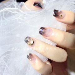 方圆形日式手绘银色黑色渐变星月日系美甲新款星月美甲美甲图片