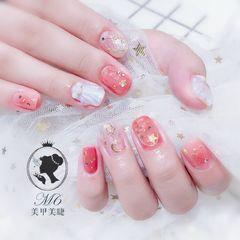方圆形粉色白色贝壳星月美甲图片