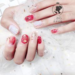 圆形红色白色贝壳星月美甲图片
