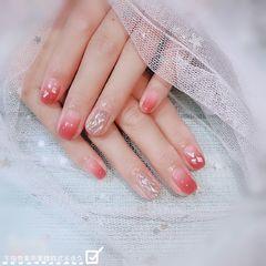方圆形简约渐变粉色贝壳片手绘水波纹贝壳美甲图片