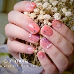 圆形粉色贝壳星月美甲图片