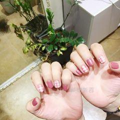 日式红色粉色圆形线条格子短指甲美甲图片