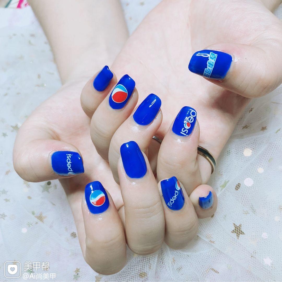 方圆形蓝色夏天可乐美甲图片