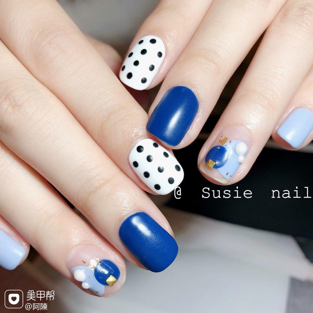 方形日式可爱蓝色黑色白色波点磨砂美甲图片