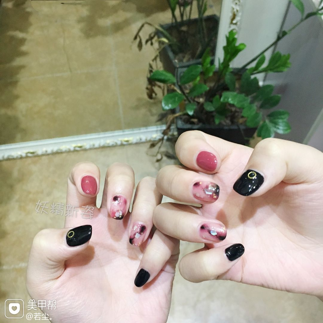 日式红色黑色方圆形晕染贝壳片美甲图片