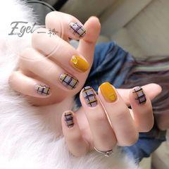 方圆形手绘韩式黄色灰色美甲图片