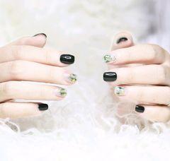 方圆形简约绿色墨绿色系,晕染+星月饰品美甲图片