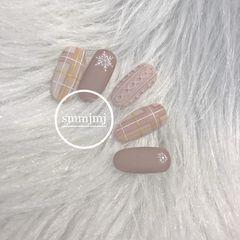 圆形日式手绘裸色格纹毛衣纹磨砂秋天美甲图片