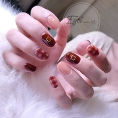 方圆形日式韩式裸色焦糖色格纹跳色美甲图片