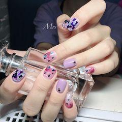 紫色方圆形粉色亮片韩式美甲图片