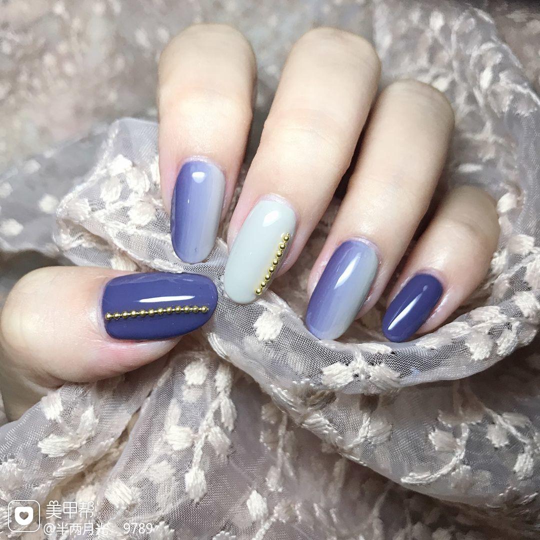 圆形简约竖形渐变紫色灰色美甲图片