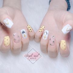方形简约韩式黄色白色钻波点跳色波点款式美甲图片